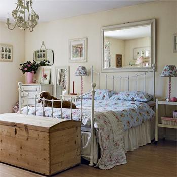 Retro bedroom decor